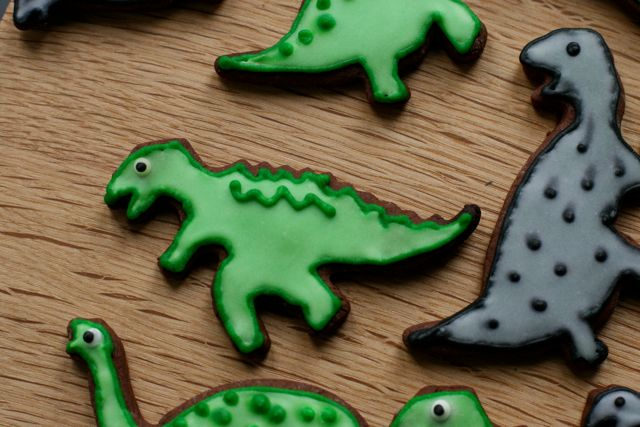 Dinosaur cookies for little boys: sugarcraft project