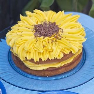 Easy lemon sunflower cake