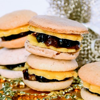 Mince Pie Macarons with Marzipan